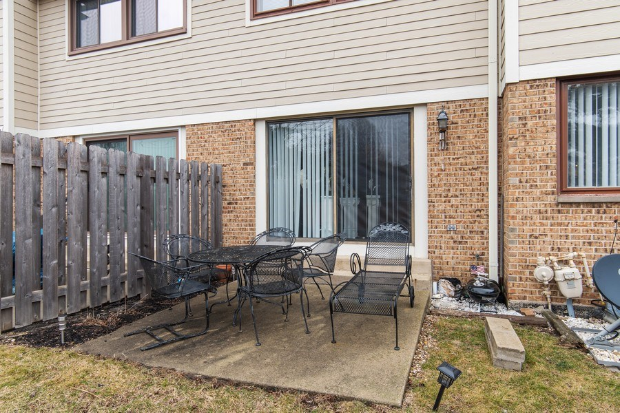 Real Estate Photography - 890 Swan, Deerfield, IL, 60015 - Rear View