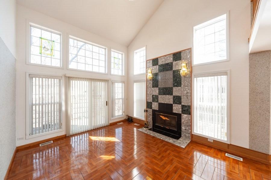 Real Estate Photography - 735 D Brookvale Drive, Wheeling, IL, 60090 - Living Room