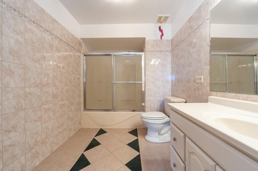 Real Estate Photography - 735 D Brookvale Drive, Wheeling, IL, 60090 - 3rd Bathroom