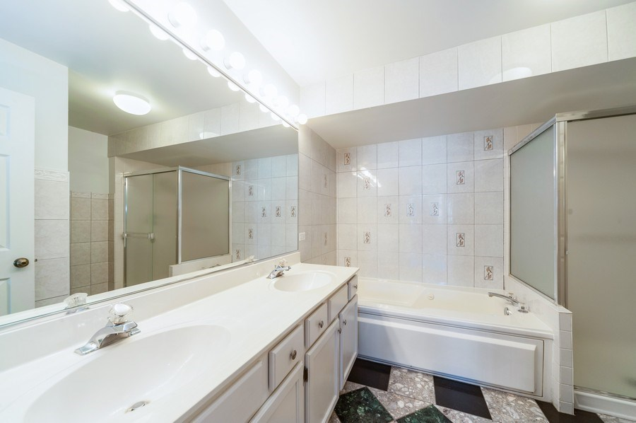 Real Estate Photography - 735 D Brookvale Drive, Wheeling, IL, 60090 - 2nd Bathroom