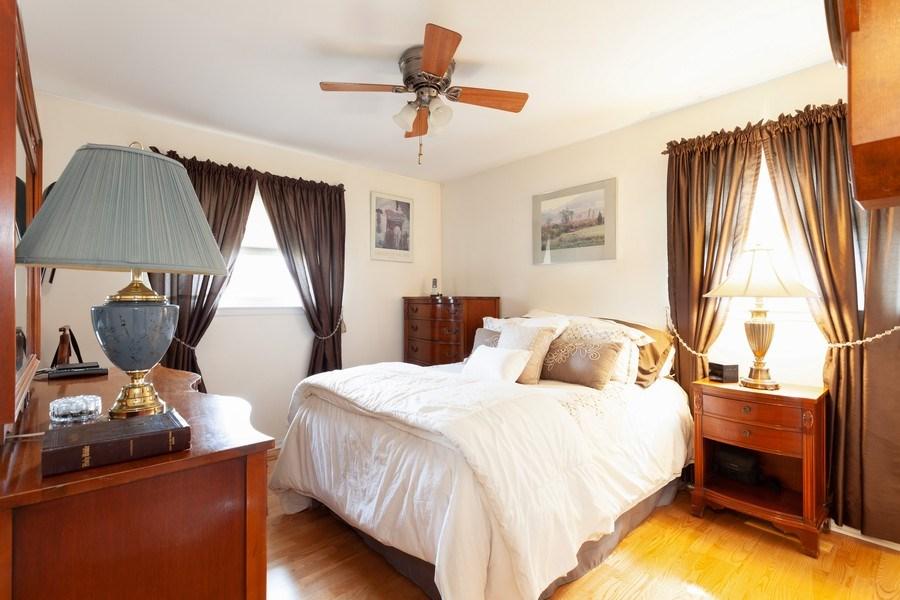 Real Estate Photography - 6418 WINSTON DRIVE, WOODRIDGE, IL, 60517 - Master Bedroom