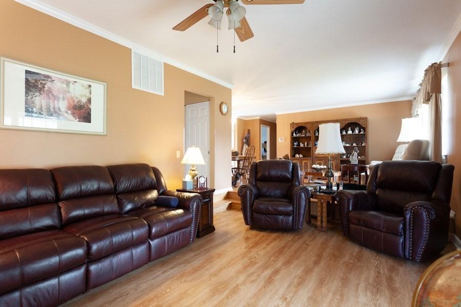 Real Estate Photography - 6418 WINSTON DRIVE, WOODRIDGE, IL, 60517 - Living Room