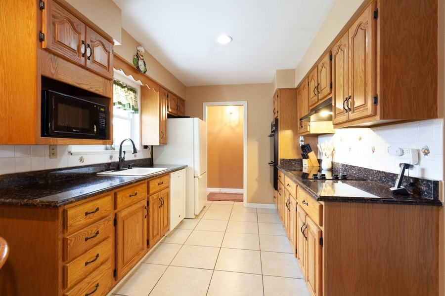Real Estate Photography - 6418 WINSTON DRIVE, WOODRIDGE, IL, 60517 - Kitchen