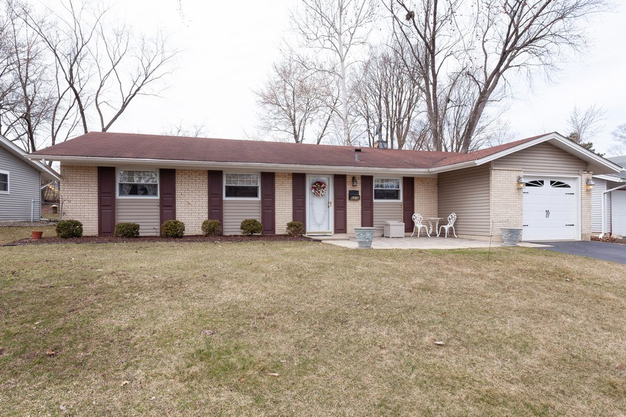Real Estate Photography - 6418 WINSTON DRIVE, WOODRIDGE, IL, 60517 - Front View