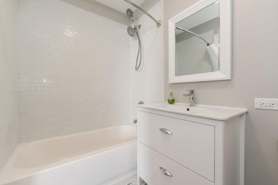 Real Estate Photography - 2405 Meadowsedge Ln, Carpentersville, IL, 60142 - Master Bathroom