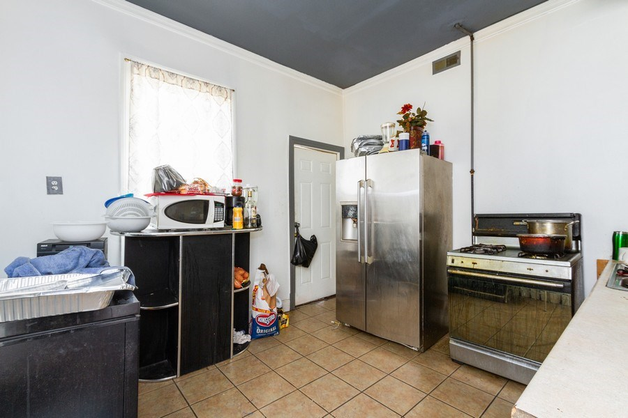 Real Estate Photography - 6657 S Drexel, Chicago, IL, 60637 - Kitchen