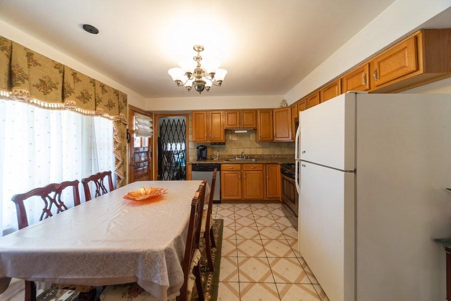 Real Estate Photography - 2924 Lincoln St, Franklin Park, IL, 60131 - Kitchen