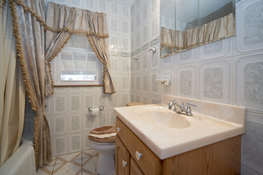 Real Estate Photography - 2924 Lincoln St, Franklin Park, IL, 60131 - Bathroom