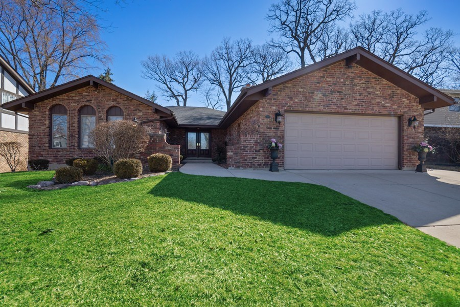 Real Estate Photography - 3811 Candlewood Ct, Downers Grove, IL, 60515 - The Front View with Court Yard Entrance