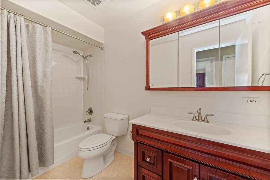 Real Estate Photography - 3811 Candlewood Ct, Downers Grove, IL, 60515 - Full Guest Bathroom