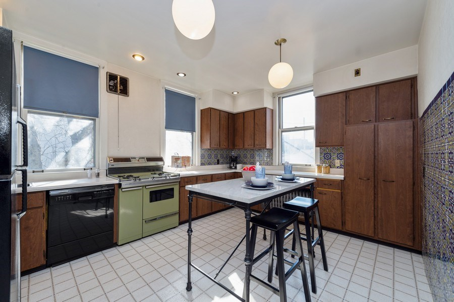 Real Estate Photography - 2549 W Logan Blvd, Chicago, IL, 60647 - Kitchen