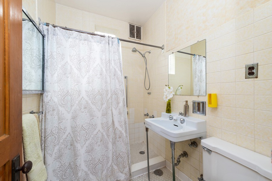 Real Estate Photography - 2549 W Logan Blvd, Chicago, IL, 60647 - Bathroom