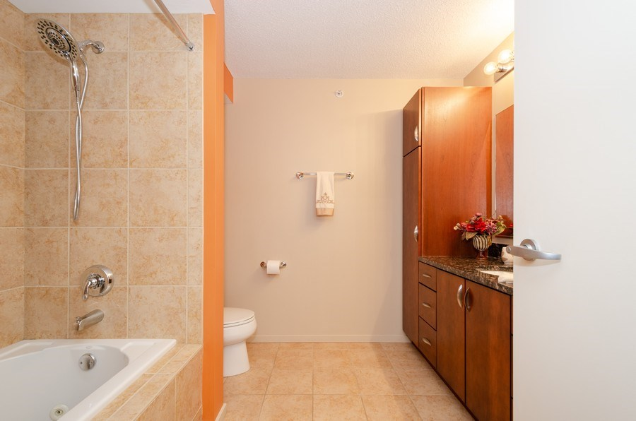 Real Estate Photography - 9725 Woods Dr, 1215, Skokie, IL, 60077 - Master Bathroom