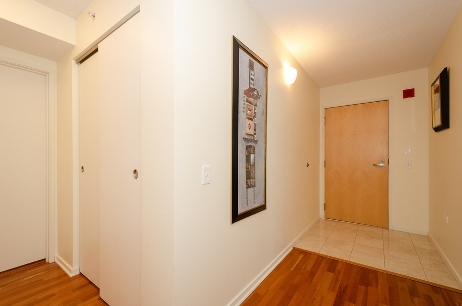 Real Estate Photography - 9725 Woods Dr, 1215, Skokie, IL, 60077 - Foyer