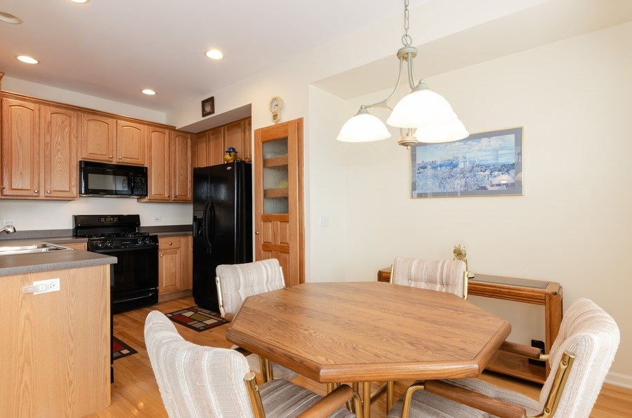 Real Estate Photography - 2749 Bayview, Algonquin, IL, 60102 - Kitchen