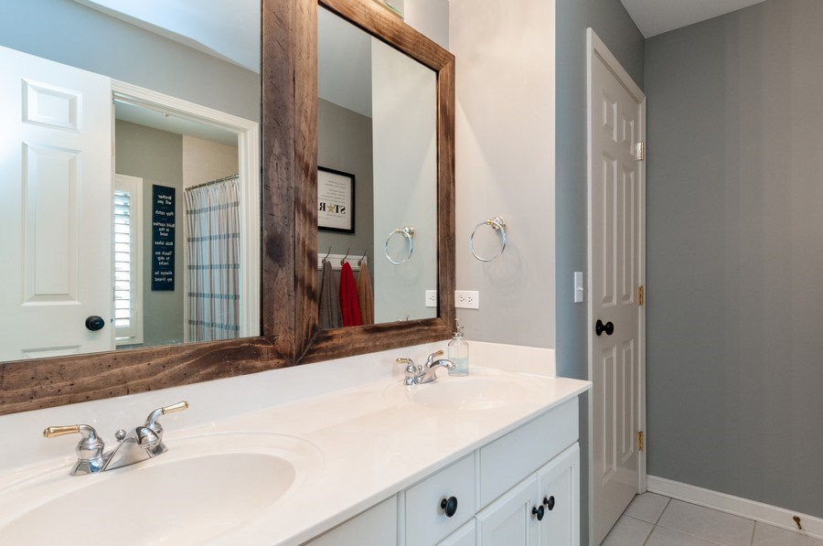 Real Estate Photography - 40w002 Lowell Place, St. Charles, IL, 60175 - 3rd Bathroom