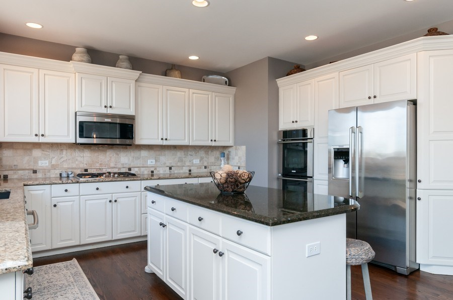 Real Estate Photography - 40w002 Lowell Place, St. Charles, IL, 60175 - Kitchen