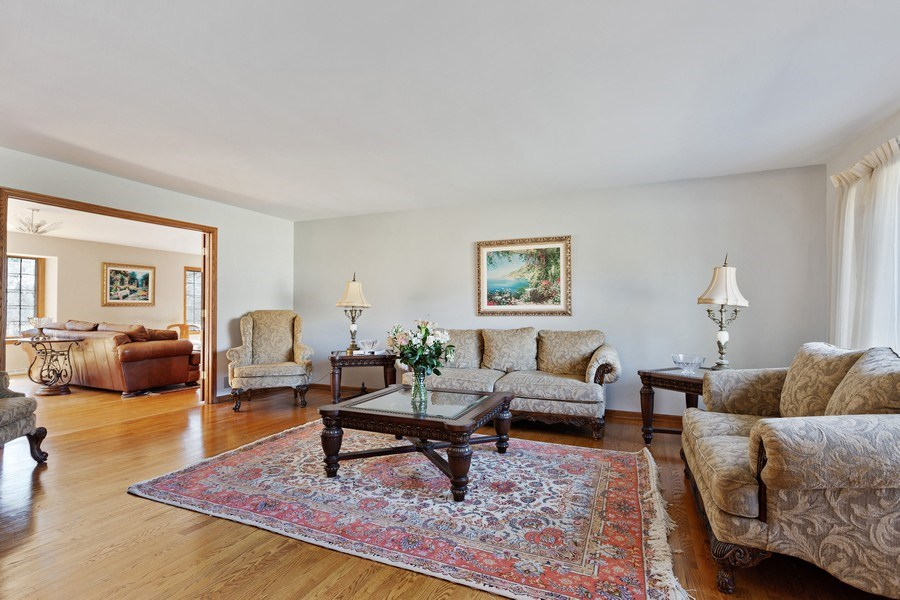 Real Estate Photography - 9 Sheffield Lane, Oak Brook, IL, 60523 - Living Room