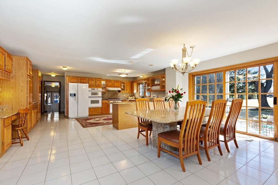 Real Estate Photography - 9 Sheffield Lane, Oak Brook, IL, 60523 - Kitchen / Breakfast Room