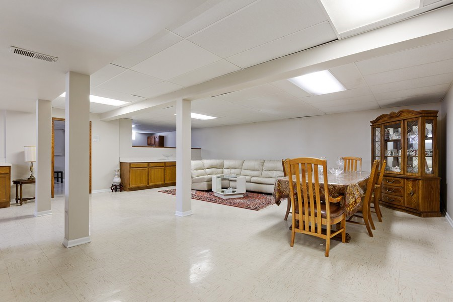 Real Estate Photography - 9 Sheffield Lane, Oak Brook, IL, 60523 - Recreation Room (alternate view)