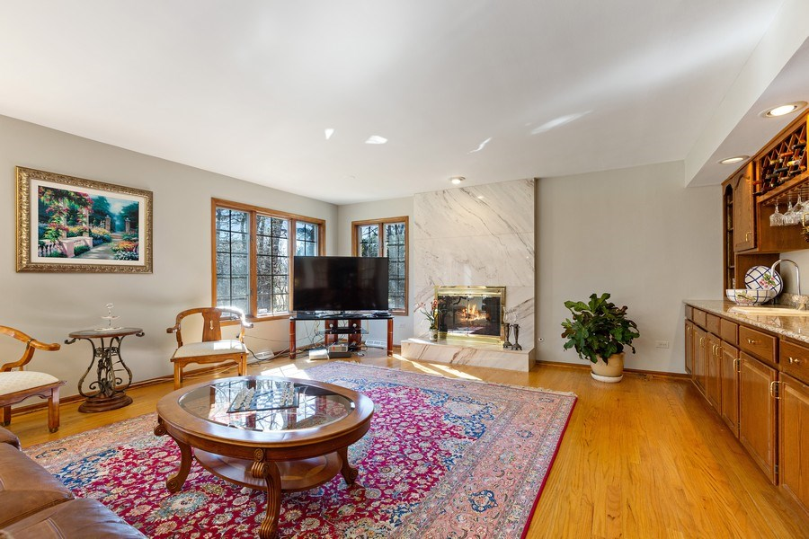 Real Estate Photography - 9 Sheffield Lane, Oak Brook, IL, 60523 - Family Room