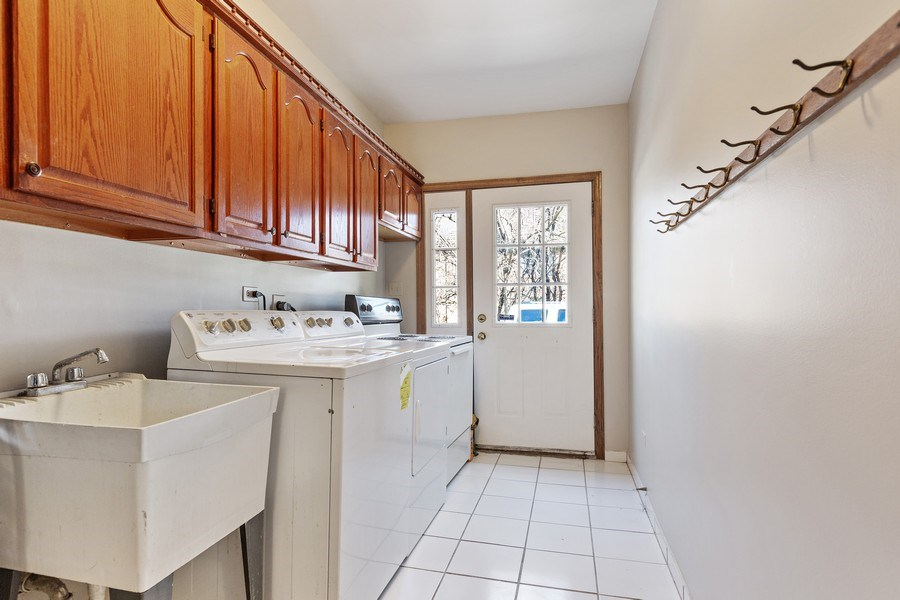 Real Estate Photography - 9 Sheffield Lane, Oak Brook, IL, 60523 - Laundry Room