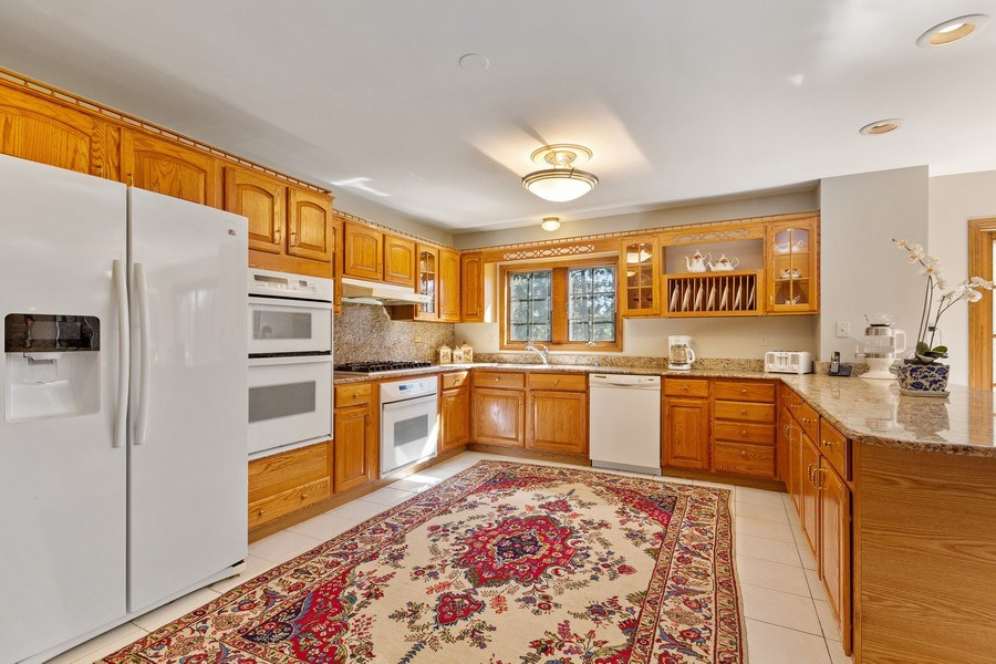 Real Estate Photography - 9 Sheffield Lane, Oak Brook, IL, 60523 - Kitchen