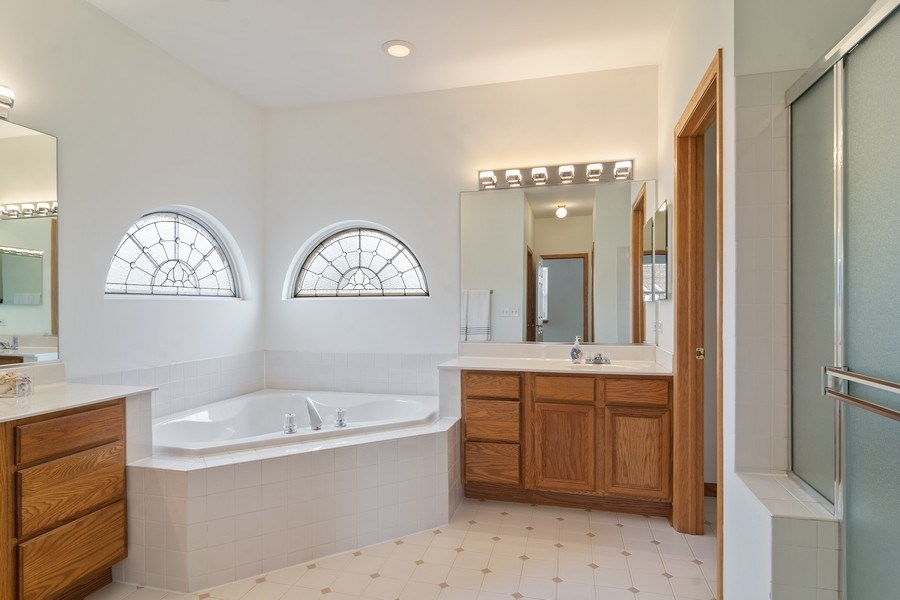 Real Estate Photography - 1257 Wellington Dr, Palatine, IL, 60067 - Master Bathroom