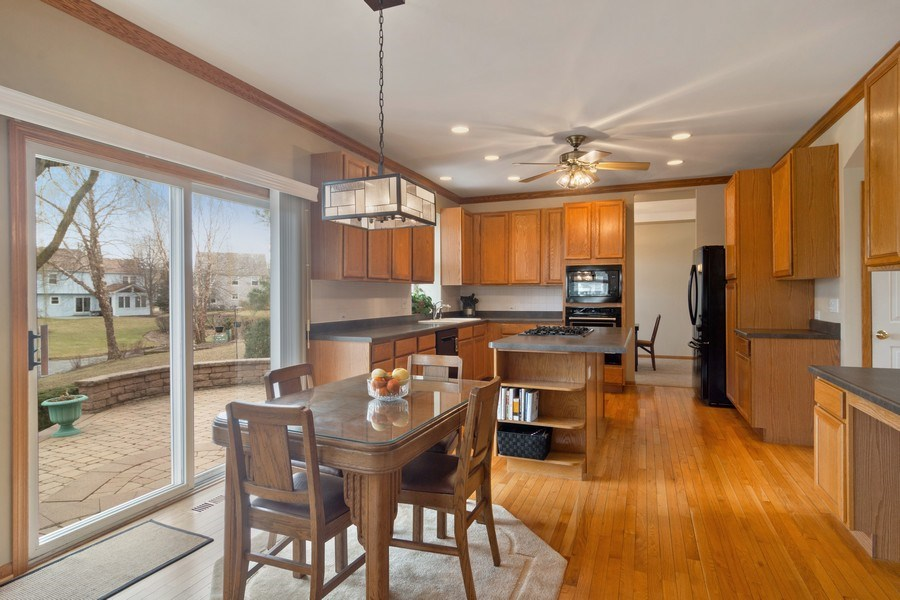 Real Estate Photography - 1257 Wellington Dr, Palatine, IL, 60067 - Kitchen / Breakfast Room