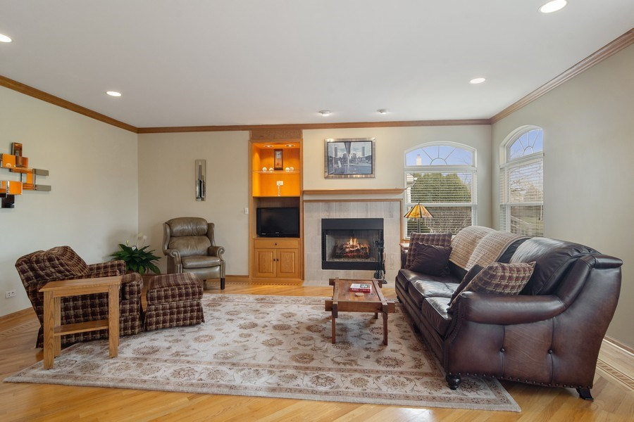 Real Estate Photography - 1257 Wellington Dr, Palatine, IL, 60067 - Family Room