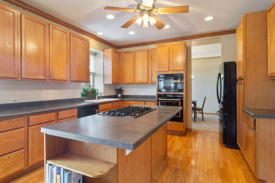 Real Estate Photography - 1257 Wellington Dr, Palatine, IL, 60067 - Kitchen