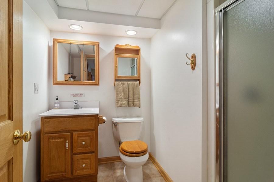Real Estate Photography - 1257 Wellington Dr, Palatine, IL, 60067 - 2nd Bathroom