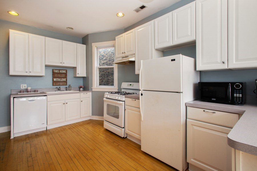 Real Estate Photography - 3634 N Hermitage, Chicago, IL, 60613 - Kitchen