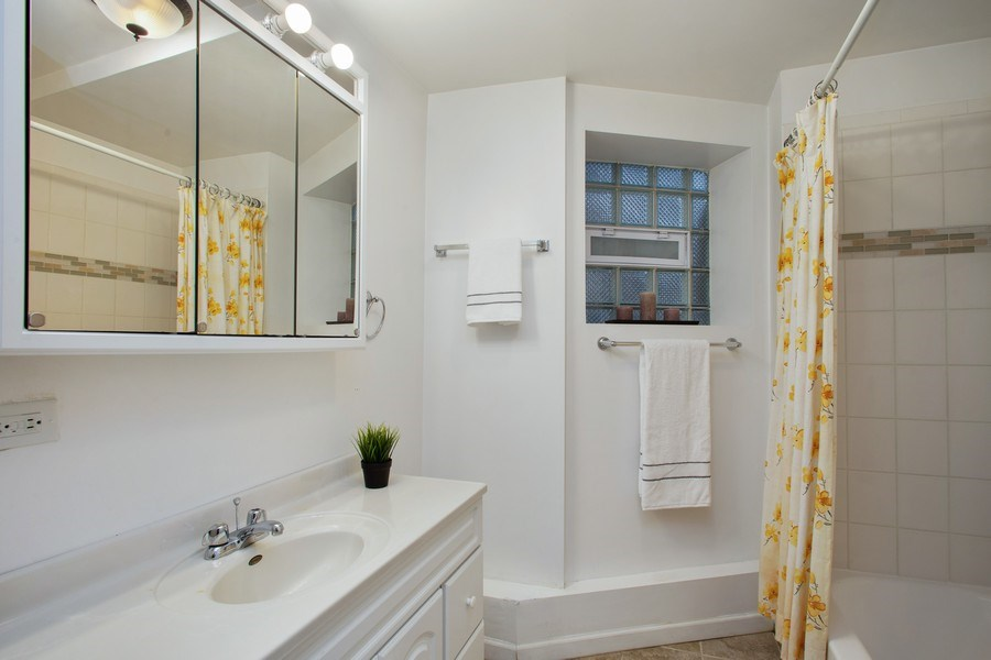 Real Estate Photography - 3634 N Hermitage, Chicago, IL, 60613 - Bathroom