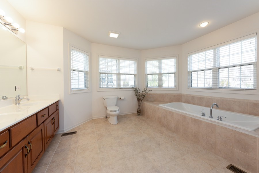 Real Estate Photography - 496 Haleys Hill Ct, Palatine, IL, 60074 - Master Bathroom