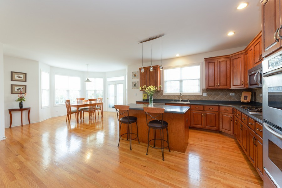 Real Estate Photography - 496 Haleys Hill Ct, Palatine, IL, 60074 - Kitchen / Breakfast Room