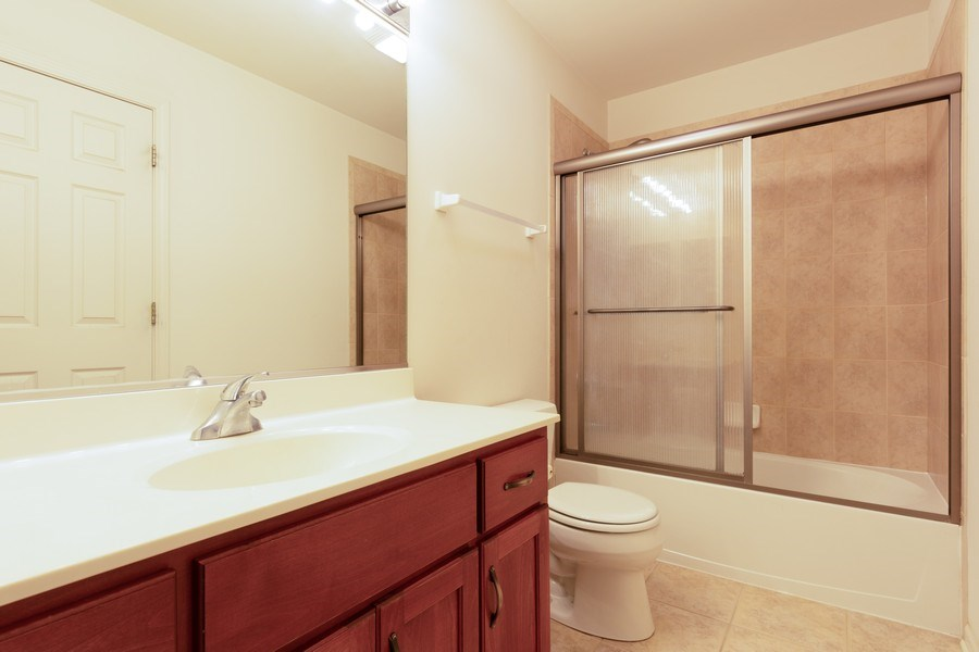 Real Estate Photography - 496 Haleys Hill Ct, Palatine, IL, 60074 - 2nd Bathroom
