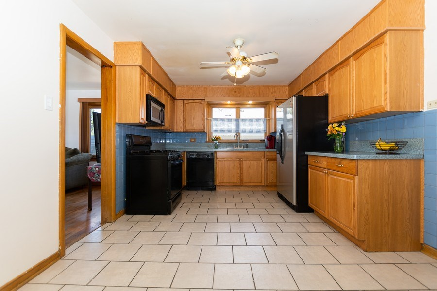 Real Estate Photography - 4507 DuBois Blvd, Brookfield, IL, 60513 - Kitchen