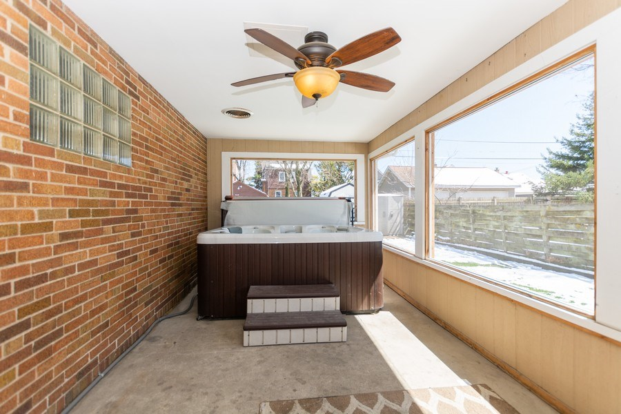Real Estate Photography - 4507 DuBois Blvd, Brookfield, IL, 60513 - Sun Room
