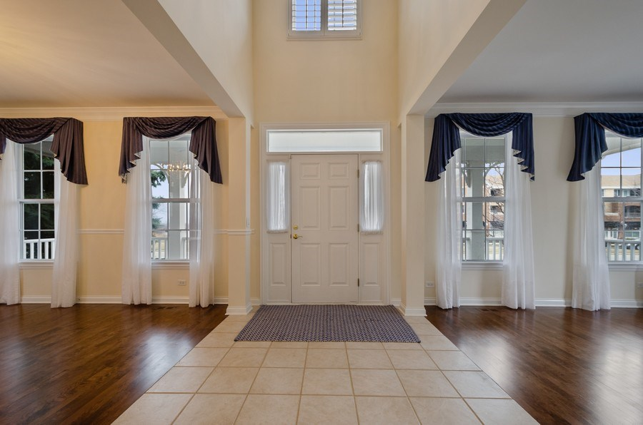 Real Estate Photography - 2315 Chestnut, Glenview, IL, 60026 - Foyer