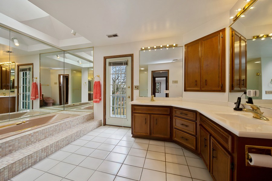 Real Estate Photography - 517 Forest Mews Dr, Oak Brook, IL, 60523 - Master Bathroom