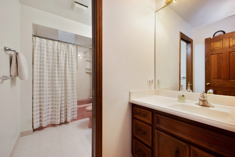 Real Estate Photography - 517 Forest Mews Dr, Oak Brook, IL, 60523 - Bathroom