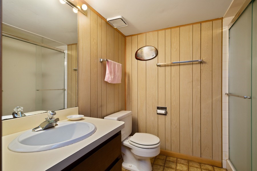 Real Estate Photography - 517 Forest Mews Dr, Oak Brook, IL, 60523 - 2nd Bathroom