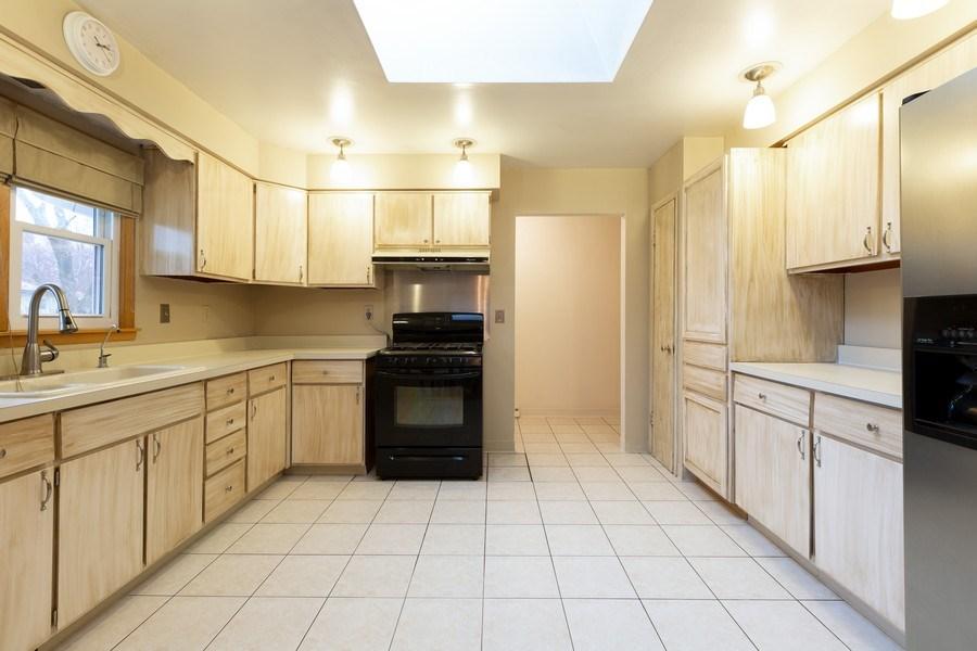 Real Estate Photography - 432 Lincoln St, Algonquin, IL, 60102 - Kitchen