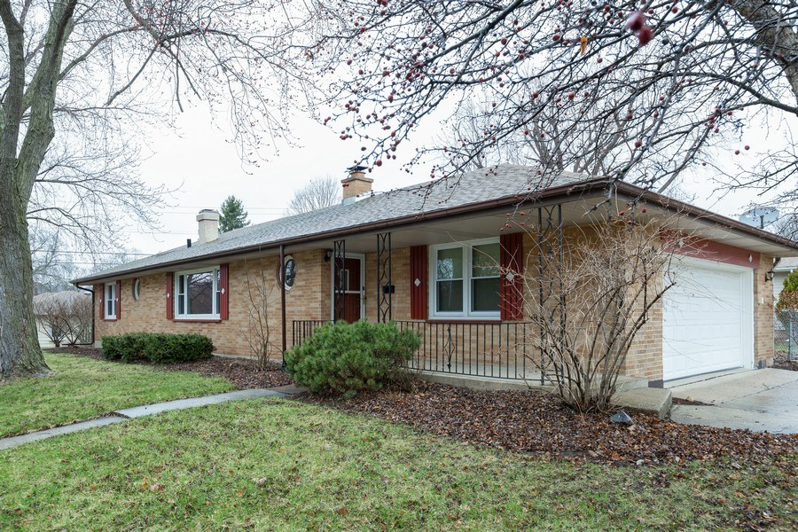 Real Estate Photography - 432 Lincoln St, Algonquin, IL, 60102 - Front View