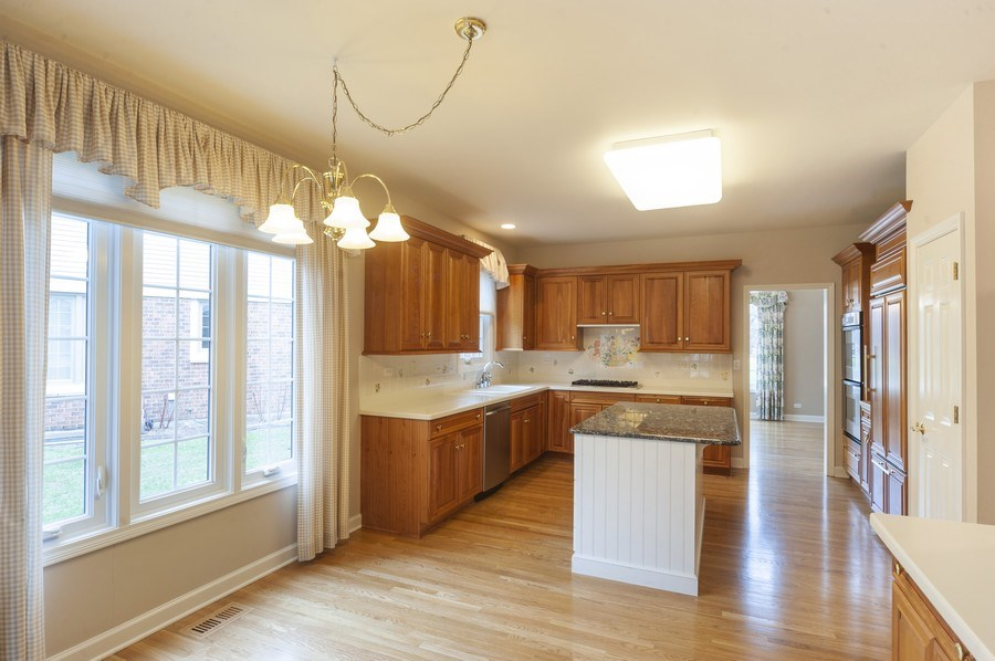 Real Estate Photography - 1812 Dunhill Cir, Glenview, IL, 60025 - Kitchen / Breakfast Room