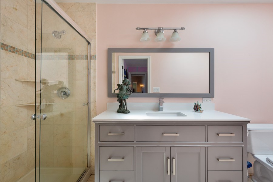 Real Estate Photography - 1 Bow Lane, Barrington Hills, IL, 60010 - 4th Bathroom