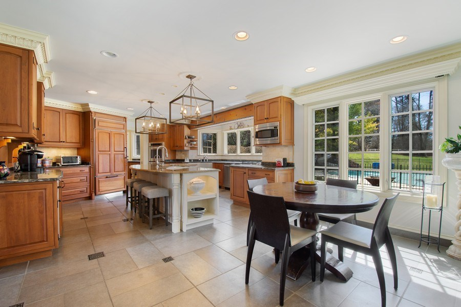 Real Estate Photography - 1 Bow Lane, Barrington Hills, IL, 60010 - Kitchen / Breakfast Room