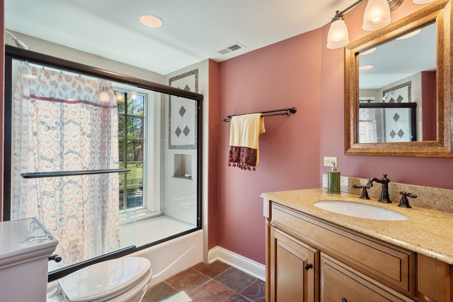 Real Estate Photography - 1 Bow Lane, Barrington Hills, IL, 60010 - Suite Bathroom
