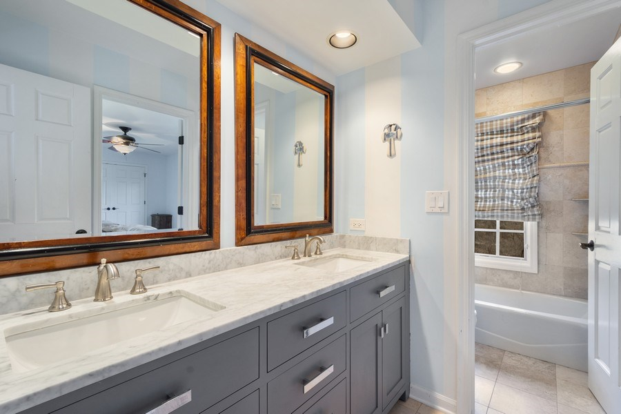 Real Estate Photography - 1 Bow Lane, Barrington Hills, IL, 60010 - 2nd Bathroom